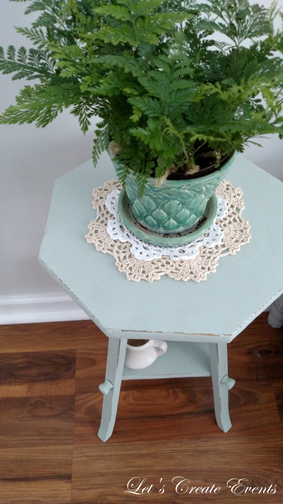 a-cute-little-plant-stand020